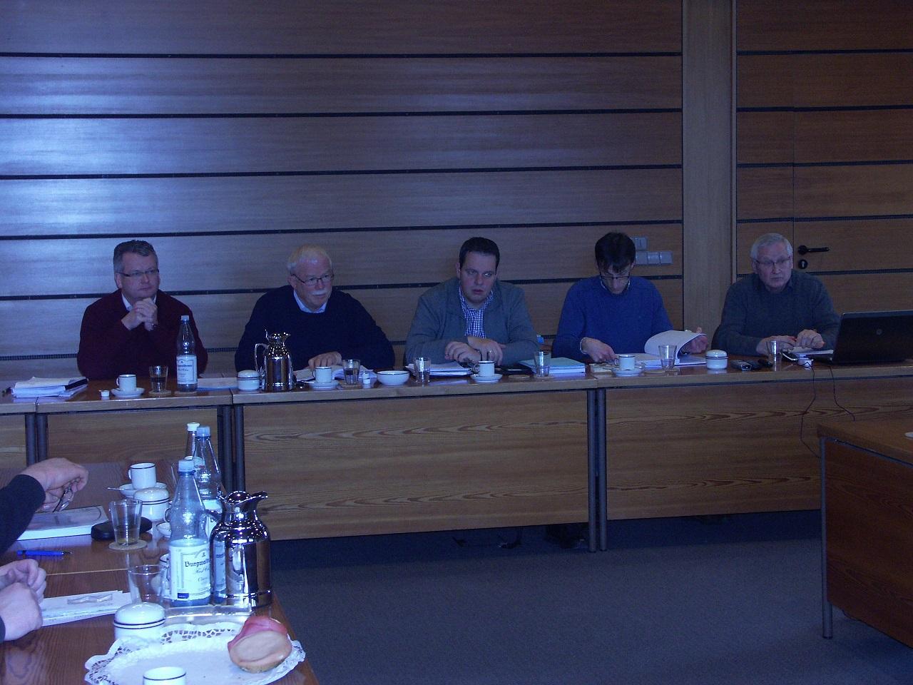 v.l.: 1. Beigeordneten Martin Tesing; CDU-Fraktionsvors. Karl-Heinz Tünte; Bürgermeister Andreas Grotendorst, Bilanzbuchhalter Thomas Greving sowie Kämmerer Hans-Jürgen Gerten
