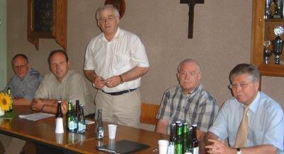 Von rechts nach links: Bürgermeister Udo Rößing, der Fraktionsvorsitzende Karl-Heinz Tünte, Ratsherr Hubert Hüging, Gemeindeverbands-Vorsitzende Bernhard Bölker und Kreistagsmitglied Friedel Sebastian